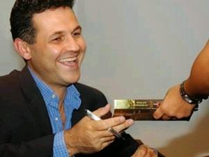 khaled-hosseini-signing-book
